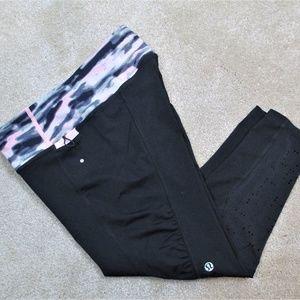 LULULEMON Black & Pink YOGA Crop CAPRI Leggings